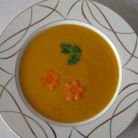Zupa krem z marchwi z imbirem i mlekiem kokosowym