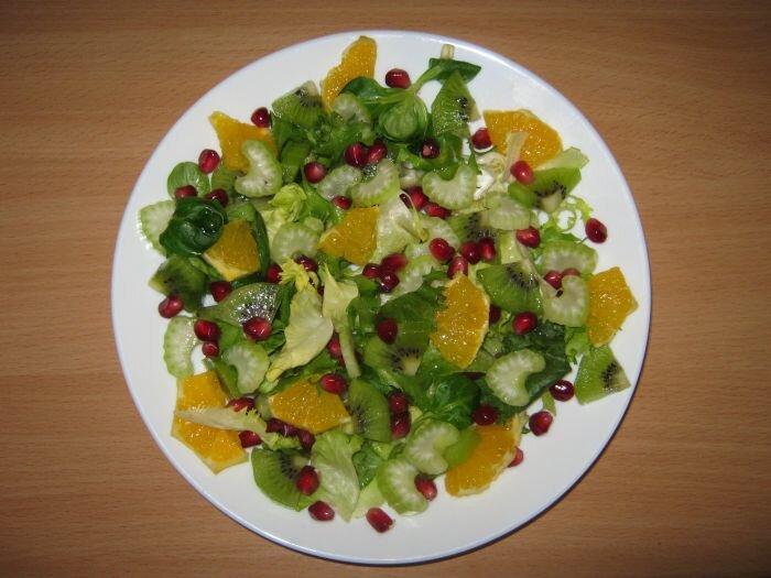 Sałatka z pomarańczą i selerem naciowym
