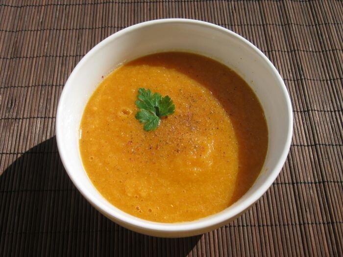 Zupa z marchwii i rabarbaru