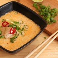 Pyszna zupa tajska z kurczakiem