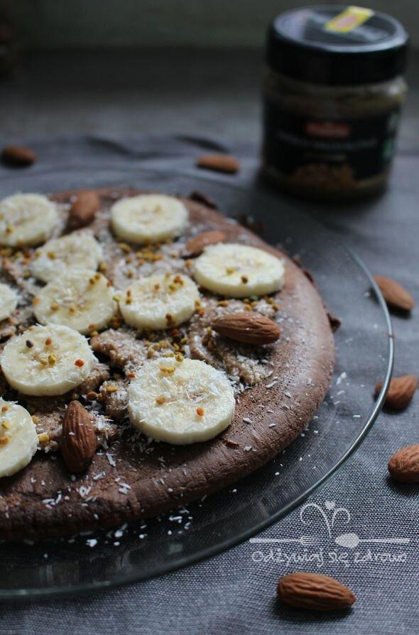Omlet czekoladowy z bananem i masłem migdałowym