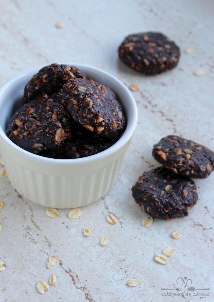 Oszukane ciasteczka czekoladowe z masłem orzechowym (bez pieczenia)
