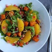 Sałatka z batatem, pomarańczą i komosą ryżową (quinoa)