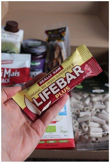 Baton z żurawiną macą i baobabem RAW (bezglutenow), firmy Lifefood