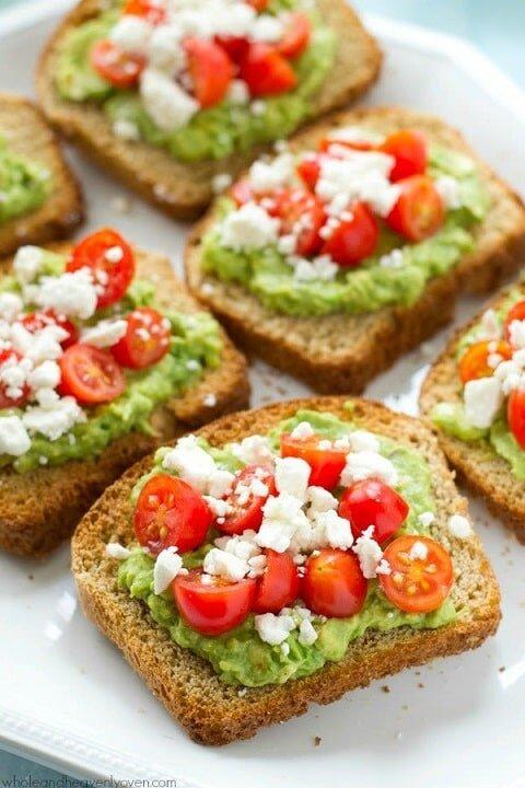 Kanapki z pastą z awokado i warzywami - dieta w insulinooporności (IO) - przykładowy jadłospis
