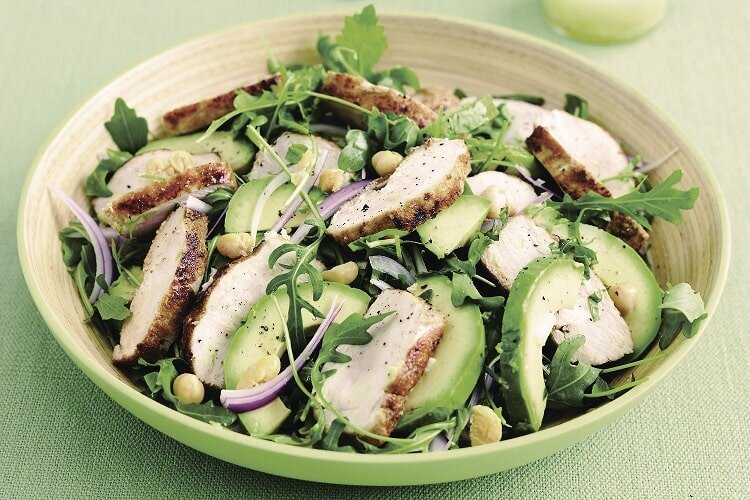 Sałatka z kurczakiem - dieta w insulinooporności (IO) - przykładowy jadłospis