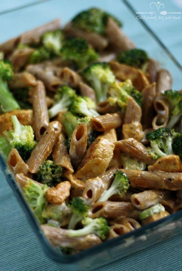 Zapiekanka makaronowa z kurczakiem i brokułem