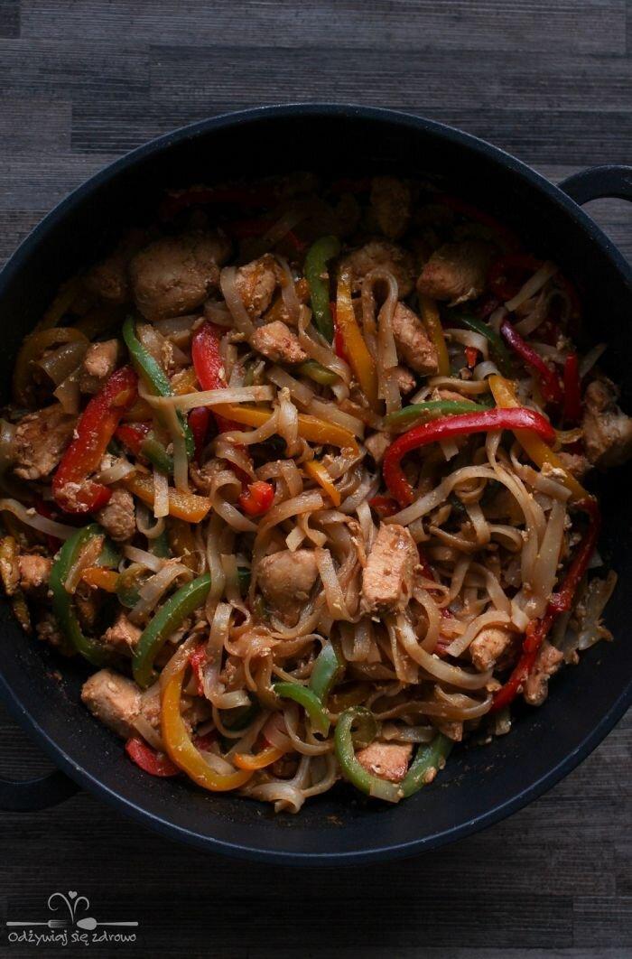 Pad Thai z kurczakiem i papryką