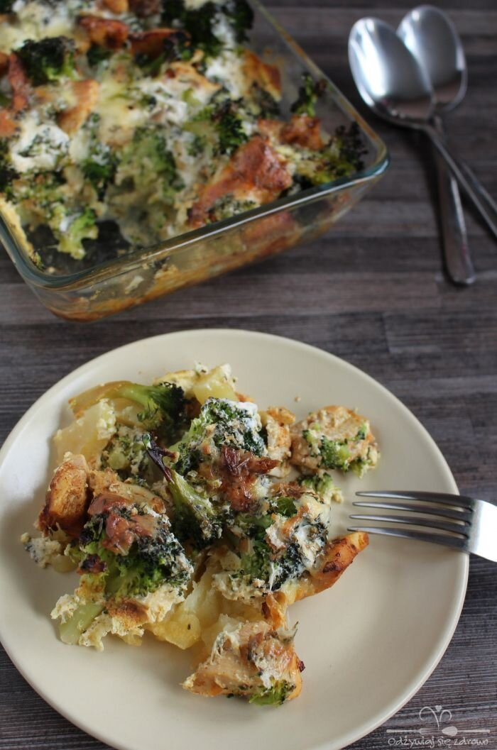 Zapiekanka z kurczakiem, brokułem i ziemniakami