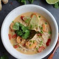 Zupa tajska z krewetkami i papryką