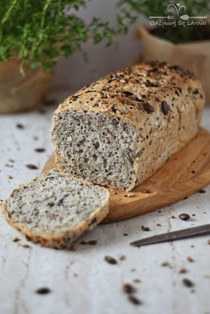 Domowy chleb orkiszowy z ziarnami