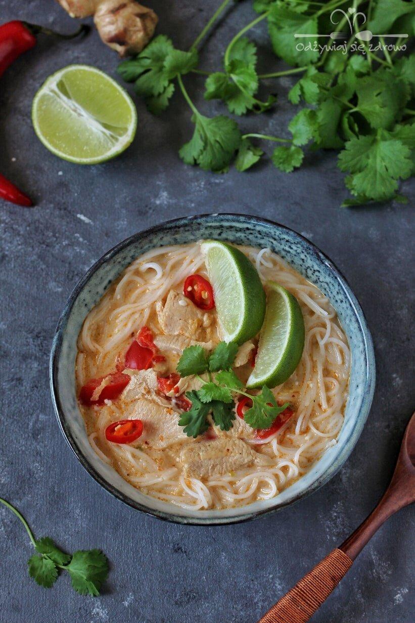 Tajska zupa z kurczakiem i papryką