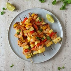Szaszłyki z krewetkami i ananasem miniatura