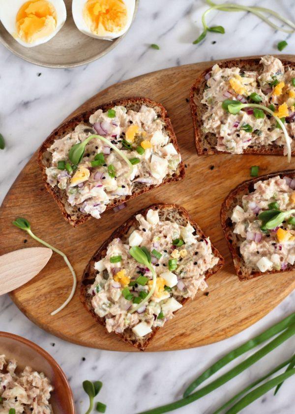 Kanapkowa pasta z jajek i tuńczyka