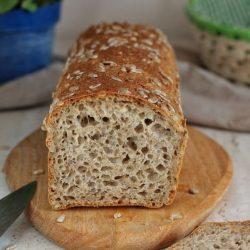 Domowy chleb z ziarnami miniatura