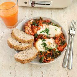 Szakszuka ze szpinakiem, pomidorami i marchewką miniatura