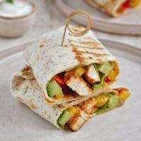 Tortille z indykiem i warzywami