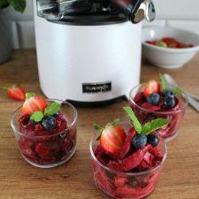 Sorbet z wiśniami, jagodami, truskawkami i bananem (z wyciskarki)