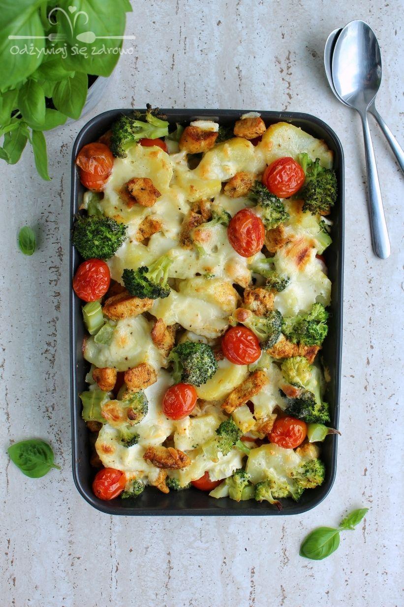 Zapiekanka z ziemniakami, brokułami i kurczakiem