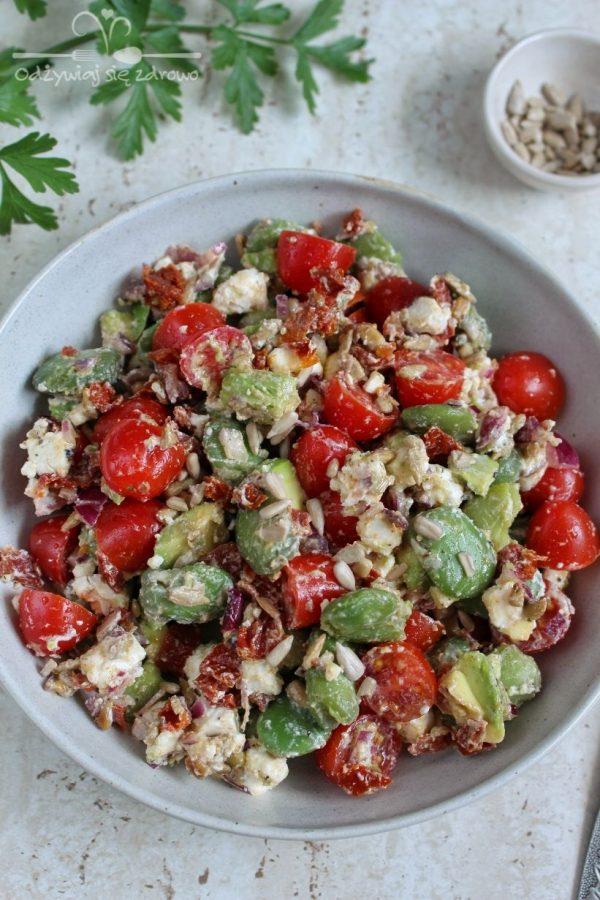 Sałatka z bobem, awokado i pomidorami