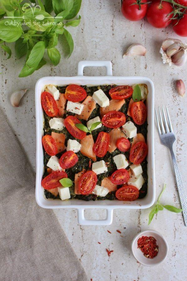Szpinak zapiekany z łososiem i serem sałatkowy
