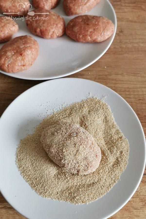 Panierowanie kotletów mielonych z cebulką