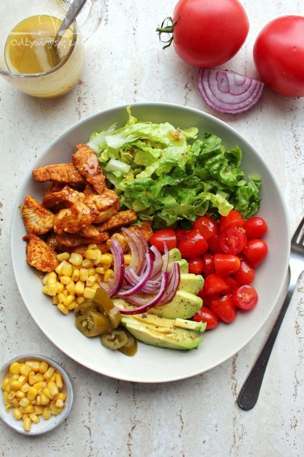 Sałatka z kurczakiem i awokado