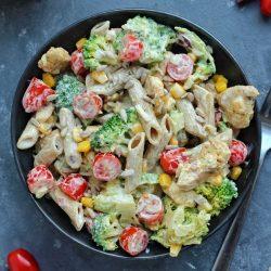 Sałatka makaronowa z kurczakiem i brokułem - miniatura